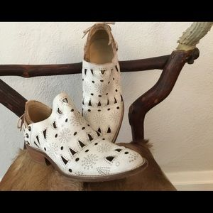 musse & cloud Shoes - Perforated leather boots with laces
